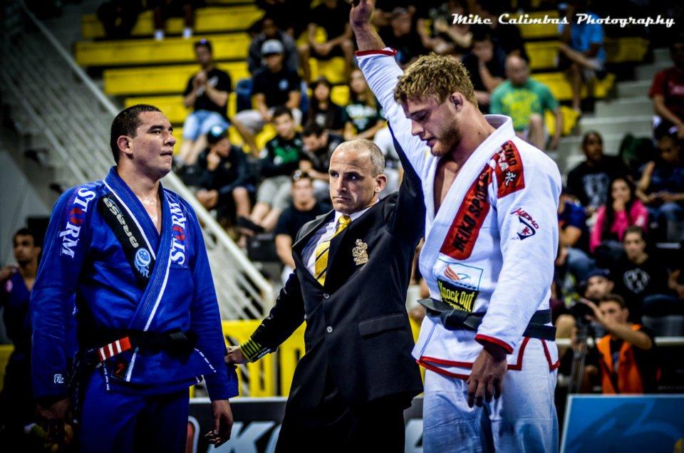 Alexander vinder over Comprido